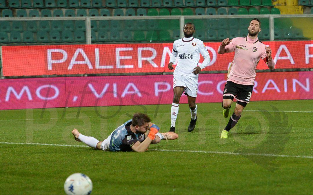 Palermo, la società silente e la sconfitta con la Salernitana riaprono vecchie ferite. Ed il Brescia si avvicina.