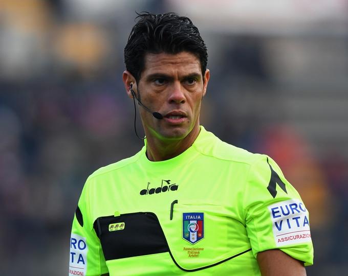 Pescara-Palermo designato Nasca.  Arbitro  autoritario con scatti di protagonismo