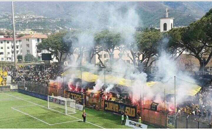 Dopo 5 anni di assenza, la Juve Stabia torna tra i cadetti. Vittoria anche per il Catania.
